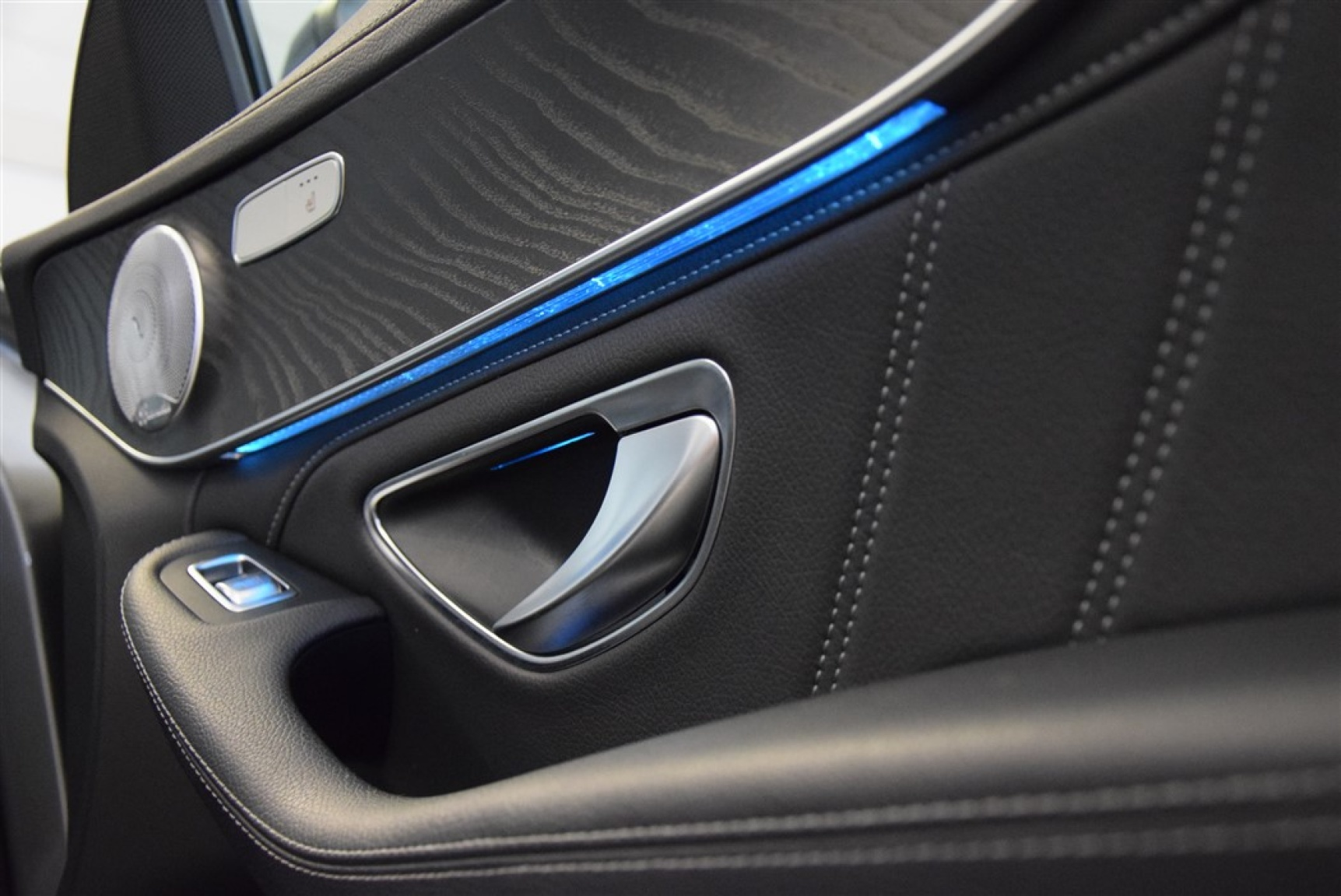Mercedes-Benz-C-Klasse-25