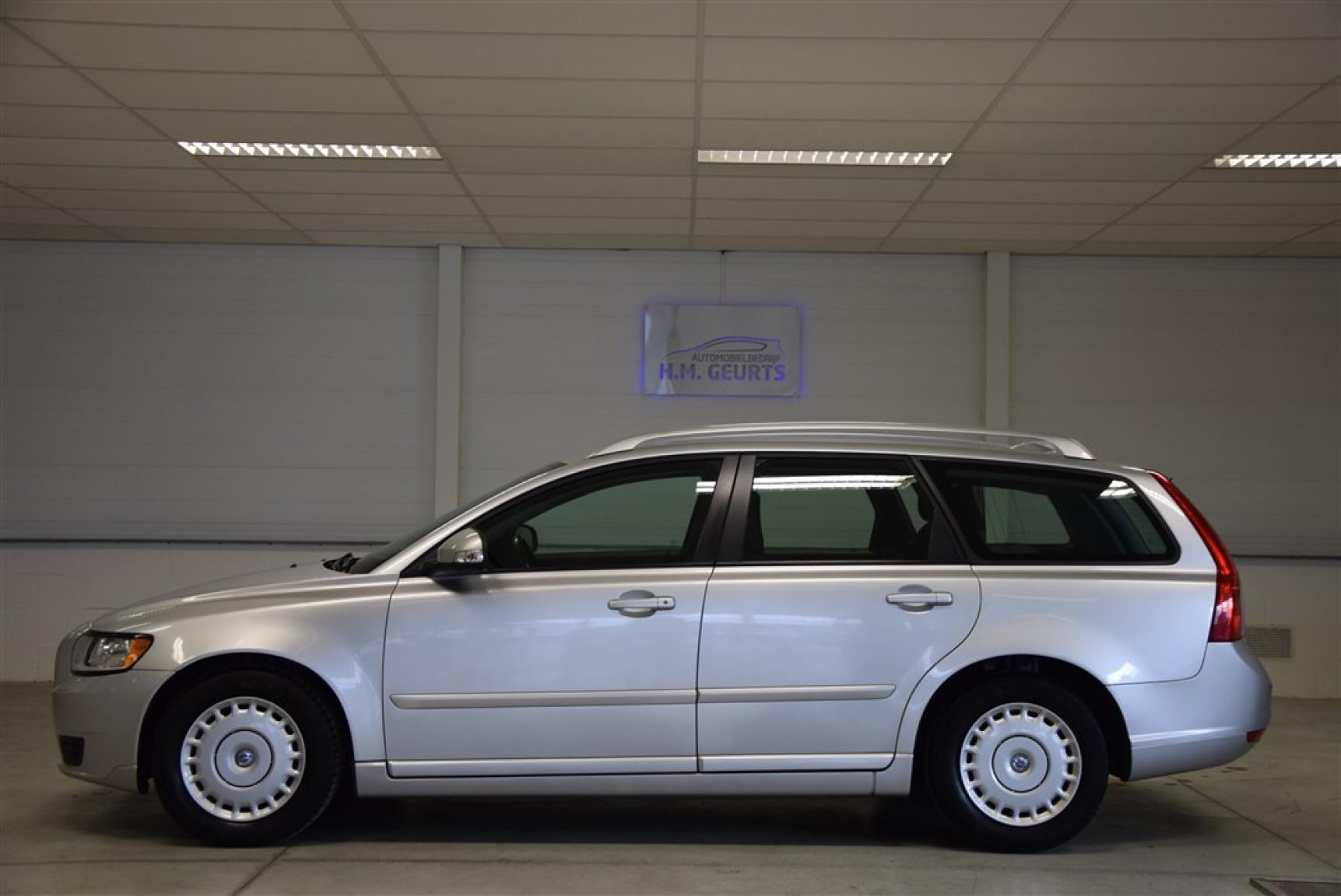 Volvo-V50-1