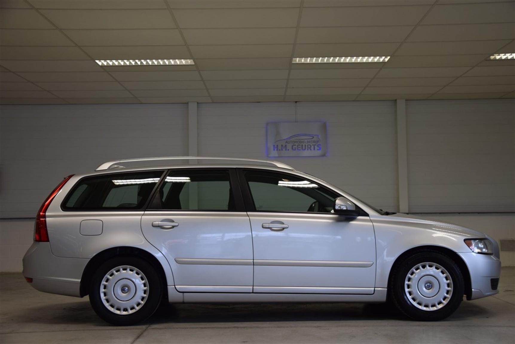 Volvo-V50-2